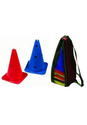 du spalvoti kūgiai su skylėmis ir kūgių rinkinys maišelyje